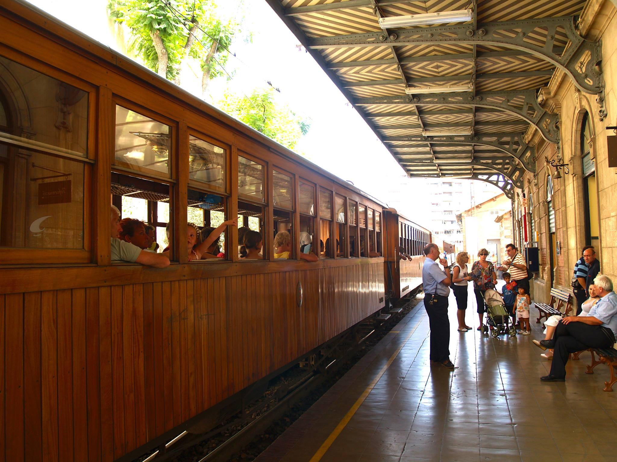 Train Soller en gare